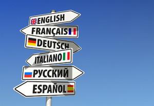 Panneau de direction illustrant le besoin d'apprentissage les langues étrangères