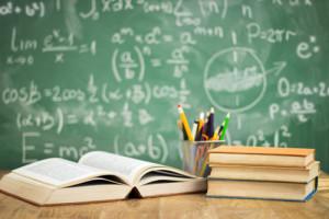Image illustrant la préparation au Bac avec un tableau de formules mathématiques